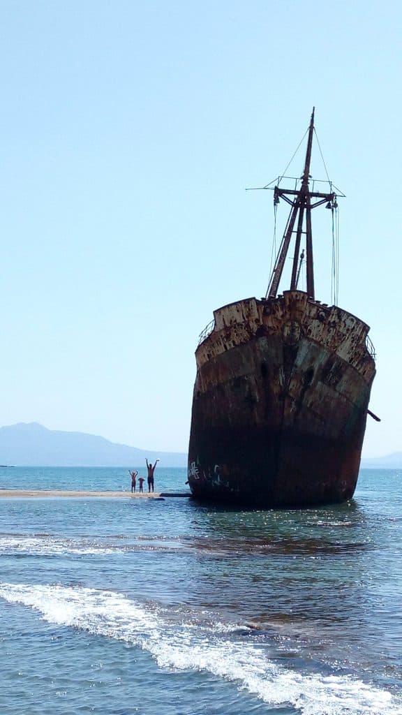 Mani Shipwreck beach
