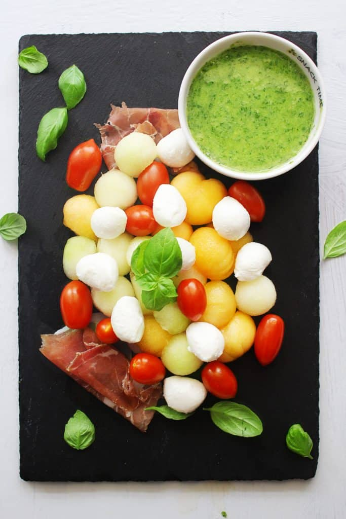 melon caprese salad with basil vinaigrette #30daysofgreekfood #capresesalad #melonprosciutto