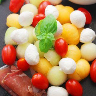 melon caprese salad with basil vinaigrette #30daysofgreekfood #caprese #melonprosciutto