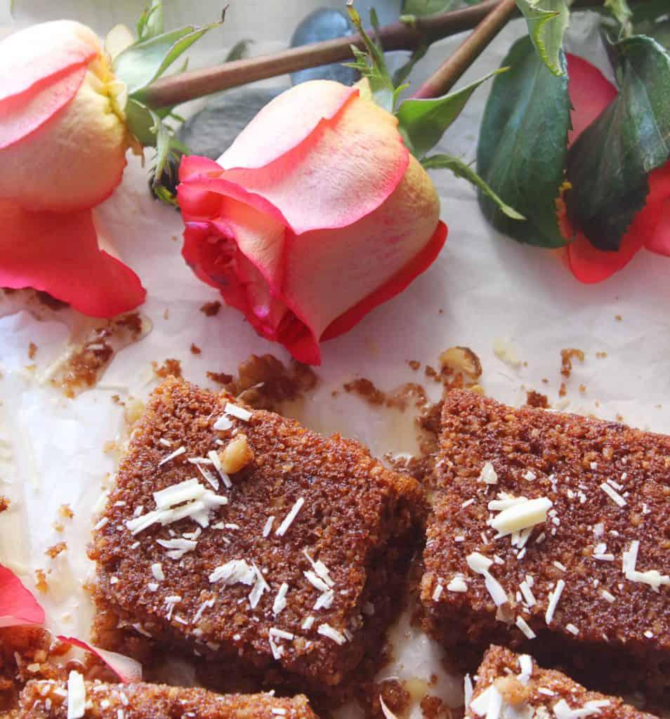 Greek walnut cake with roses