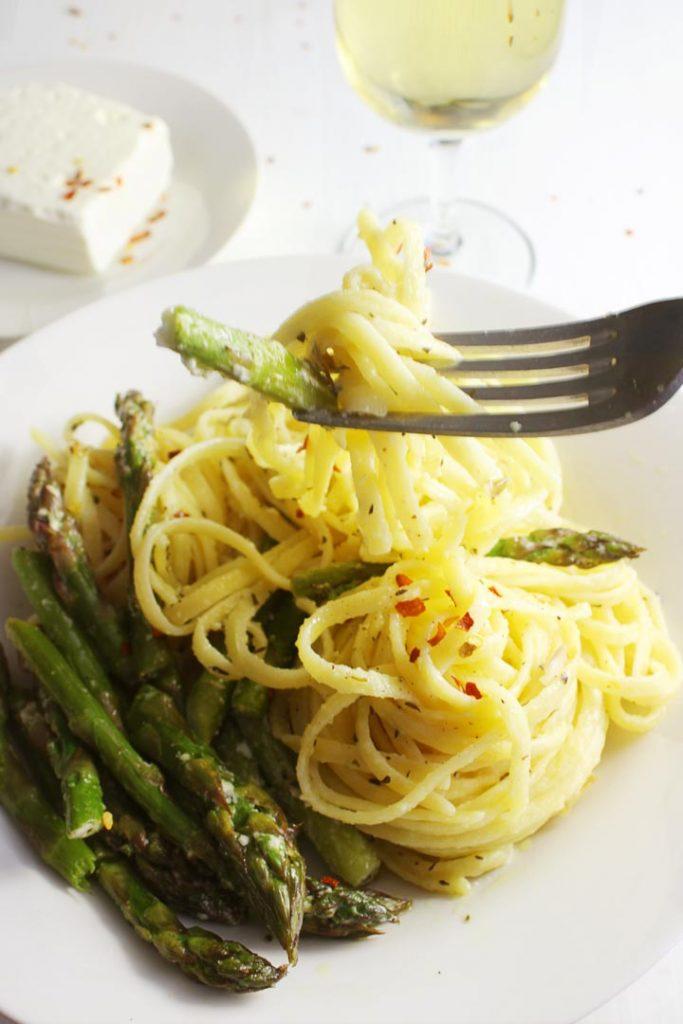 Asparagus pasta on a fork